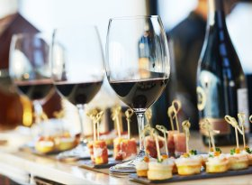 Find self-catering accommodation for food and wine