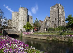 Find self-catering accommodation for Canterbury
