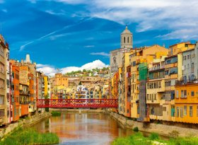 Find self-catering accommodation for Girona