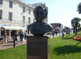 Find self-catering accommodation for Agatha Christie Festival 2016