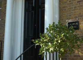 Studio apartment - Georgian apartment offering fully serviced accommodation next to Hampton Court.