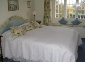 5 Bedroom bed and breakfast accommodation in delightful period farmhouse near Silverstone.