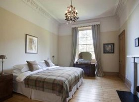 Beautiful Luxury Accommodation in Edinburgh. Self-catering Apartment Ideal For the Fringe Festival.