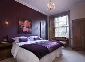 Ideally located luxury self catering apartment in Edinburgh. Ideal for short breaks in Edinburgh