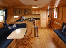 Luxury self catering aboard a canal boat on the Thames