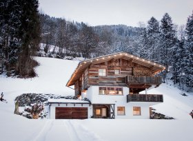 Stunning luxury wooden Chalet in the Austrian Alps with sauna, jacuzzi, perfect for winter breaks