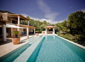 Stunning 4 bedroom holiday villa on the island of Ibiza, Spain, with eternity swimming pool