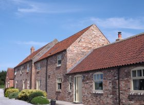 Broadgate Farm Cottages 2,3,4 & 6 bedroom barns near Beverley and Hull