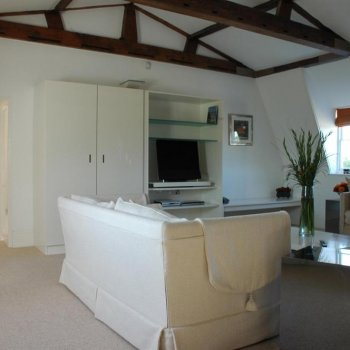Find self-catering accommodation for Fantastic Georgian apartment offering luxury accommodation next to Hampton Court.