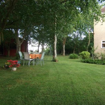 Find self-catering accommodation for Lovely self catering holiday rental apartment surrounded by farmland in village near Weymouth.