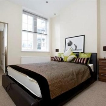 Find self-catering accommodation for 2 bedroom holiday home apartment perfectly located in heart of London's Mayfair Shopping Area
