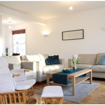 Find self-catering accommodation for 2 bedroom 2 bath spacious duplex apartment offering short lets in the heart of Covent Garden, London