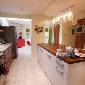 Find self-catering accommodation for Self catering family home near Henley-on-Thames with plenty of social space, place to stay in Henley