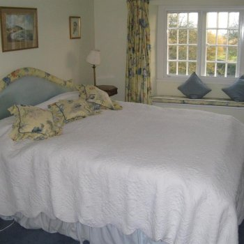 Find self-catering accommodation for 5 Bedroom bed and breakfast accommodation in delightful period farmhouse near Silverstone.