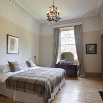 Find self-catering accommodation for Beautiful Luxury Accommodation in Edinburgh. Self-catering Apartment Ideal For the Fringe Festival.