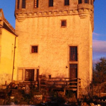 Find self-catering accommodation for 15th Century Manor House and Tower central to Edinburgh, Glasgow, Stirling. Stunning self catering.