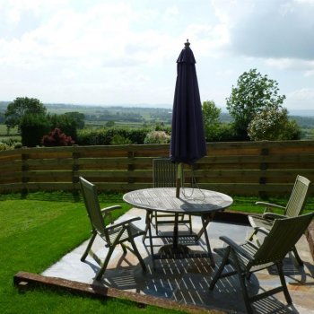 Find self-catering accommodation for Rural self catering holiday cottage with stunning views only 20 minutes from Cheltenham racecourse