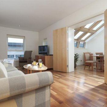 Find self-catering accommodation for Luxury Serviced Apartments and Studios for 2 to 4 Guests, perfect for the Edinburgh Fringe Festival