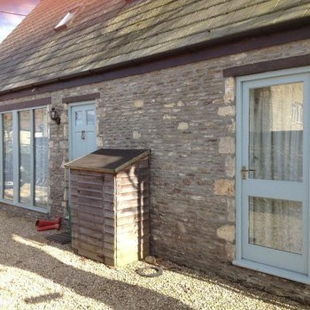 Find self-catering accommodation for Stone detached barn with modern interior and large enclosed garden, close to Badminton