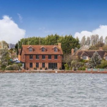 Find self-catering accommodation for Luxury waterfront holiday rental house near Chichester, perfect for Goodwood and Portsmouth!