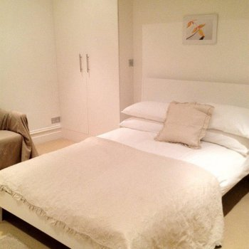 Find self-catering accommodation for Lovely clean and spacious 2 bedroom holiday apartment in Belsize Park, London NW3