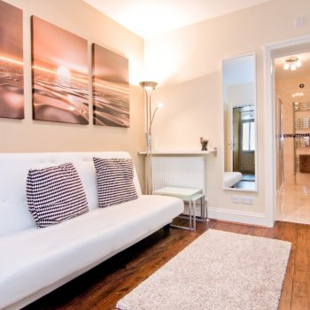 Find self-catering accommodation for London, New Luxury Self Catering Apartment #2 in Zone 1