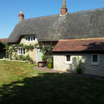 Find self-catering accommodation for Character thatched cottage nr Burghley, private sitting room and pretty garden, opposite gastro pub.