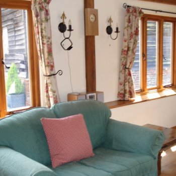 Find self-catering accommodation for Converted barns offering holiday cottage accommodation  near Henley on Thames, ideal for the Regatta