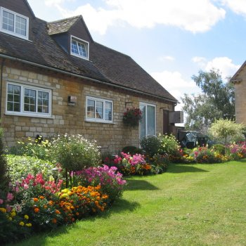 Find self-catering accommodation for Cosy 1 bedroom holiday cottage in Tewkesbury, perfect for a romantic country break