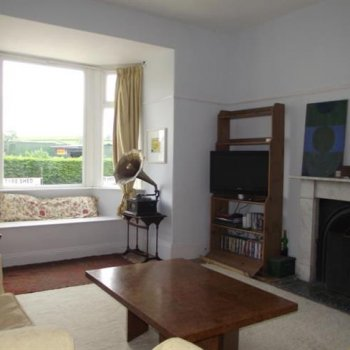 Find self-catering accommodation for A spacious family home within walking distance of Glastonbury Festival!