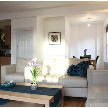 Find self-catering accommodation for Bright and stylish 2 bedroom, 2 bathroom apartment in Covent Garden, perfect for a city break!