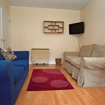 Find self-catering accommodation for Stylish 3 Bed Self Catering Holiday Rental Apartment Close to Edinburgh City Centre.
