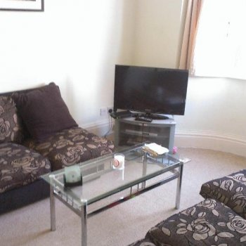 Find self-catering accommodation for 3 bedroom house available in Cheltenham. Ideally located for Race Week, sleeps 6.