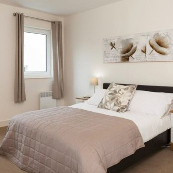 Find self-catering accommodation for Luxury 2 bedroom apartment in the heart of Cheltenham, ideal for the Cheltenham Festival