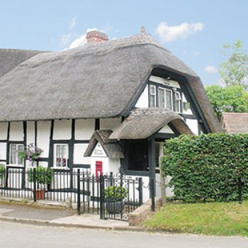 Find self-catering accommodation for Chocolate Box Holiday Rental Thatch Cottage near Stratford Upon Avon