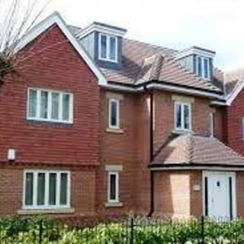 Find self-catering accommodation for Delightful 2 bedroom, 2 bathroom self catering apartment in Surrey, perfect for the Epsom Derby