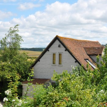 Find self-catering accommodation for 200 year old converted barn available for short stays.  Beautiful views,  two fields from the Thames