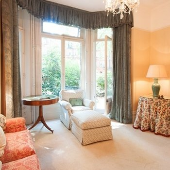 Find self-catering accommodation for Stylish 1 bedroom apartment in Sloane Gardens, London - perfect for a city break!
