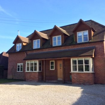 Find self-catering accommodation for Near Henley on Thames, a charming 5 bedroom self catering home, ideal for Henley Royal Regatta