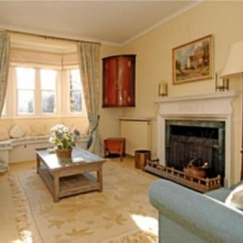 Find self-catering accommodation for Charming 3 bedroom cottage in Old Windsor, ideal for Windsor events!