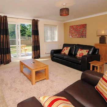 Find self-catering accommodation for 2 Storey Holiday Cottage, 3 Bedrooms with gorgeous lake views. Ideal Place to Stay in Somerset.