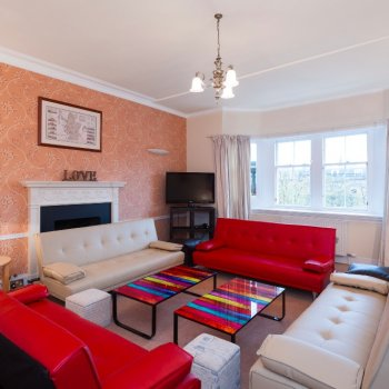 Find self-catering accommodation for Top floor apartment in Edinburgh, perfect for Edinburgh Festivals and short breaks!