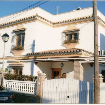 Find self-catering accommodation for Apartment in Chipiona, Costa de la Luz, Andalusia, Spain. Wifi, garage, terrace, air conditioning.
