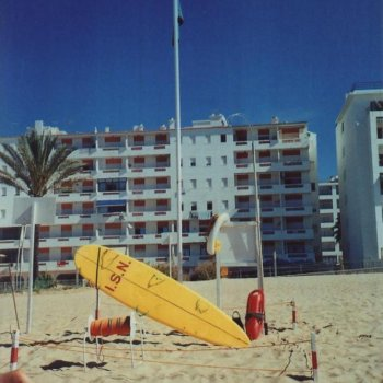 Find self-catering accommodation for One bedroom beach-front apartment on the Algarve, Portugal