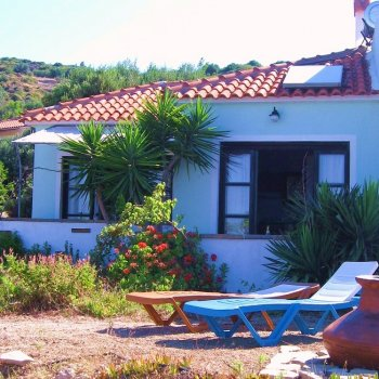 Find self-catering accommodation for Beautiful 1 bedroom cottages with exterior jacuzzi, pool, sea view!