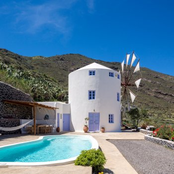Find self-catering accommodation for Private 2-bedroom windmill villa on Santorini island, sleeps 6, with private pool and jacuzzi
