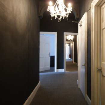 Find self-catering accommodation for Edinburgh city centre apartment -25 beds-