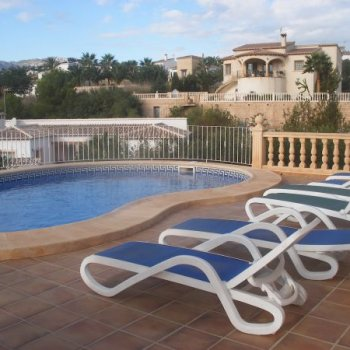 Find self-catering accommodation for Individual detached 3 bed.villa in quiet residential area, with private pool and gardens. Free Wifi.