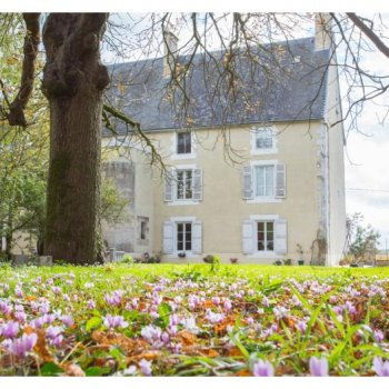 Find self-catering accommodation for French country chateau