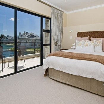 Find self-catering accommodation for Luxury Townhouse in the Cape Winelands Situated on Pearl Valley Golf Course